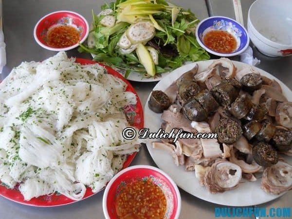 Bánh hỏi đặc sản nổi tiếng của Bình Định ,ăn kèm với lòng heo và rau thơm, nước chấm. Là món ăn ngon đặc trưng của vùng đất võ bạn nên thưởng thức