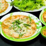 Bánh xèo tôm nhảy là món ăn hấp dẫn bổ dưỡng tại Bình Định. Bánh thơm ngon,giòn và bùi béo ăn kèm rau sống và ăn kèm nước chấm chua ngọt