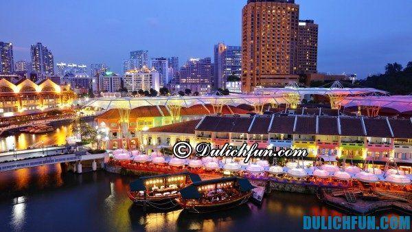 Khu phố sôi động Clarke Quay điểm du lịch nổi tiếng ở Singapore, bạn có thể mua sắm tùy thích ở đây, vui chơi và thưởng thức những tách cà phê thơm ngon nhất tại Singapore