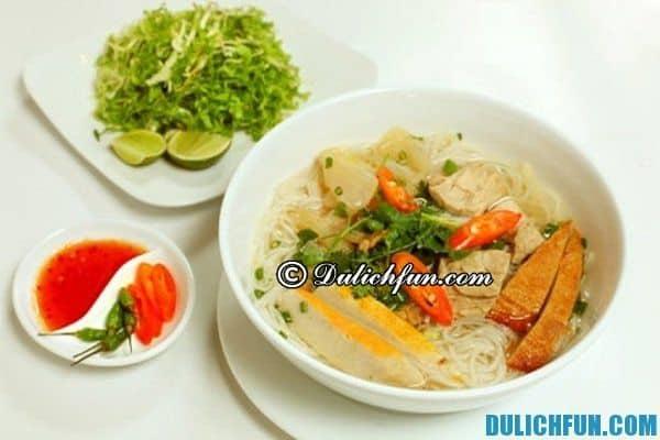 Bún chả cá Bình Định là món ăn đặc sản nổi tiếng ở Bình Định. Món ăn ngon, bổ, rẻ ở Bình Định này níu chân thực khách khi tới thăm Quy Nhơn