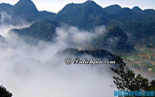Đỉnh mây bạc, đỉnh núi cao nhất Ninh Bình từ đây bạn có thể nhìn bao quát rừng quốc gia Cúc Phương và những địa danh đẹp trong rừng quốc gia Cúc Phương