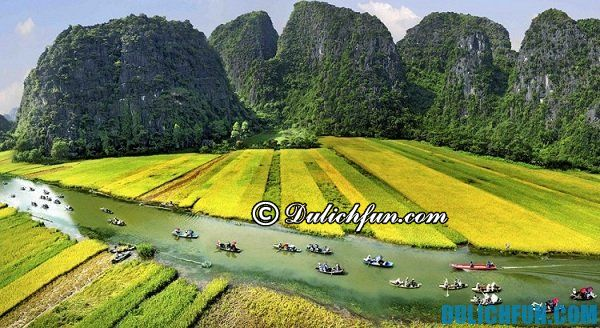 Tam Cốc Bích Động là khu du lịch trọng điểm của tỉnh Ninh Bình. Ở đây có rất nhiều hang động đẹp, không khí trong lành