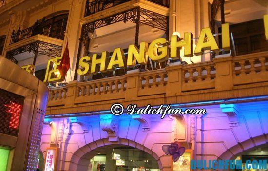 Phố Nam Kinh, một trong những địa điểm mua sắm ở Thượng Hải, Trung Quốc.