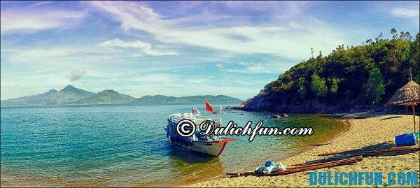 Thời gian du lịch đảo Cù Lao Chàm vào tháng 4 tới tháng 8 trong năm khi thời tiết mát mẻ, trong lành, nơi đây còn diễn ra nhiều lễ hội hấp dẫn bạn đừng bỏ lỡ