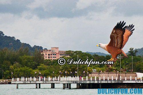 Những địa điểm du lịch nổi tiếng ở Langkawi: quảng trường đại bàng