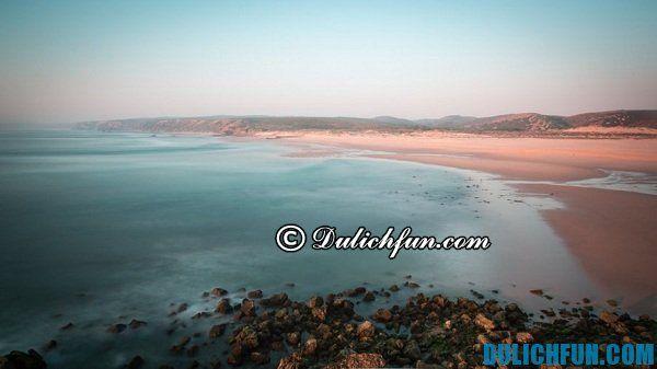 Biển Faro, đẹp huyền ảo. Bãi biển hấp dẫn, nổi tiếng nhất châu Âu. Khám phá những bãi biển đẹp nhất châu Âu: Những bãi biển bí ẩn tuyệt đẹp ở Châu Âu