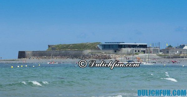 Biển Urville Nacqueville bãi biển đẹp nổi tiếng ở Pháp. Du lịch biển ở Pháp.