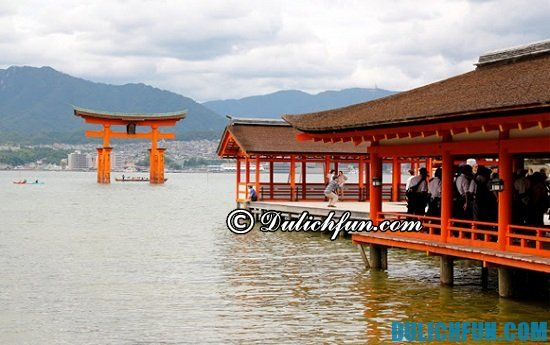 Tư vấn lịch trình tham quan du lịch Hiroshima: Đền Itsukushima, địa điểm tham quan, du lịch nổi tiếng ở Hiroshima nhất định bạn phải tới