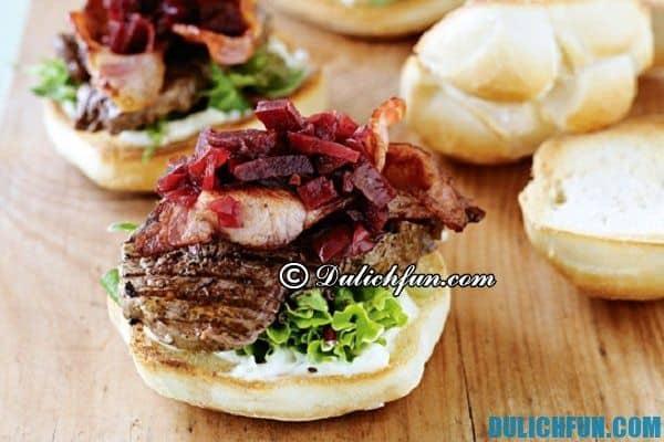 Hamburgercủ dền đỏ, món ăn nổi tiếng ở Úc. Ẩm thực Úc ngon, hấp dẫn. Khám phá món ăn độc đáo ở Úc