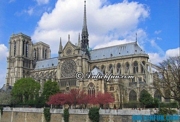 Nhà thờ Đức Bà Paris địa điểm du lịch nổi tiếng ở Paris, điểm đến đẹp hấp dẫn ở Paris. Du lịch Pháp