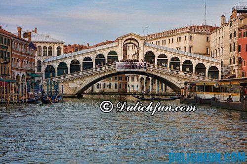 Kinh nghiệm du lịch Venice: những địa điểm du lịch hấp dẫn cầu Rialto và chợ Rialto