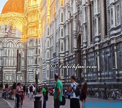 Đường đi từ ga tàu tới tháp nghiêng Pisa: đi bộ