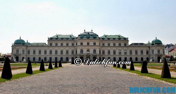 Cung điện Mùa hè Hoàng gia ở Praha, địa điểm du lịch đẹp, nổi tiếng nhất ở Praha. Du lịch Praha với những điểm vui chơi đẹp nổi bật ở Praha