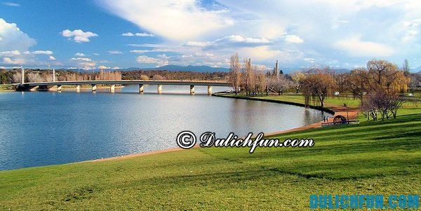 Hồ Burley Griffin là địa điểm du lịch đẹp, nổi tiếng ở Canberra: Du lịch Canberra nên đi đâu chơi?