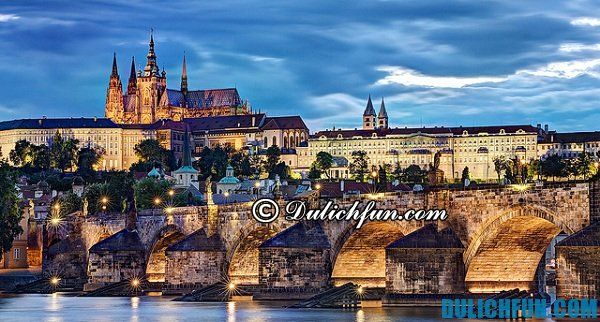 Lâu đài nổi tiếng Prague, địa điểm du lịch đẹp, nổi tiếng ở Praha: Du lịch Praha nên đi chơi ở đâu?