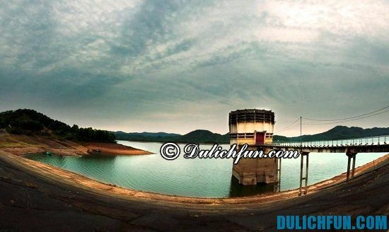 Những địa điểm tham quan, du lịch nổi tiếng ở Hà Tĩnh bạn nhất định phải tới. Hồ Kẻ Gỗ, địa điểm tham quan đẹp, ấn tượng ở Hà Tĩnh