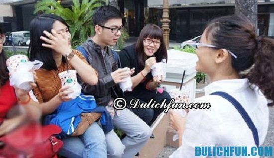 Những địa điểm uống cà phê bệt ở Sài Gòn bạn không nên bỏ lỡ. Bệt Nhà hát lớn, địa điểm cà phê bệt yêu thích của giới trẻ Sài Gòn