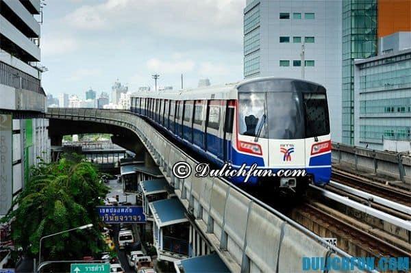 Đi bằng tàu điện – BTS Skytrain hoặc MRT