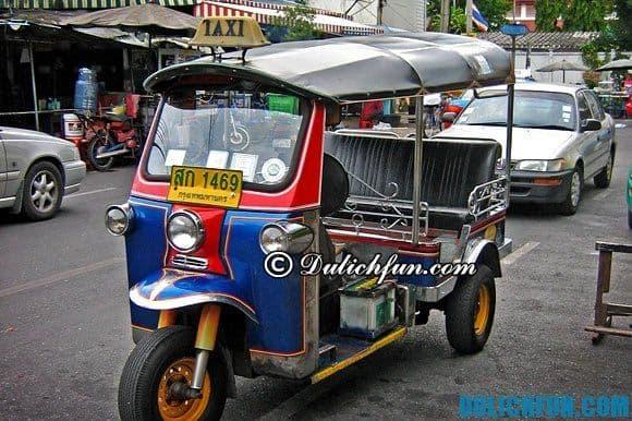 Đi xe tuktuk khi du lịch Thái Lan