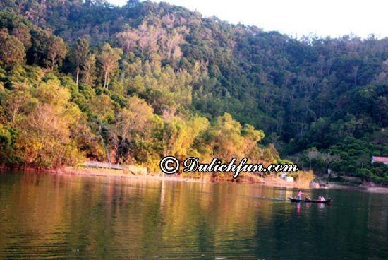 Chia sẻ kinh nghiệm du lịch hồ Cấm Sơn tự túc, an toàn. Hướng dẫn lịch trình tham quan, vui chơi, ăn uống khi phượt hồ Cấm Sơn