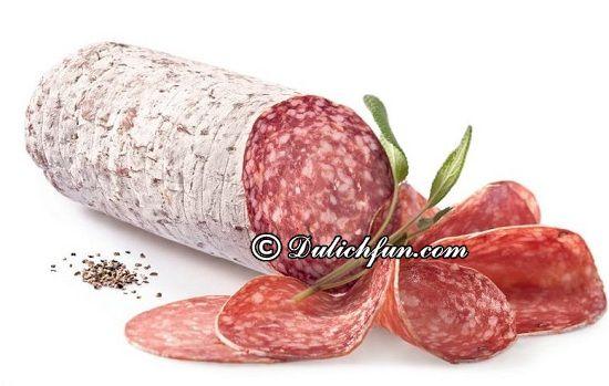 Kinh nghiệm ăn uống khi du lịch Romania: Ở Romania có đặc sản gì? Xúc xúc và pho mát (Salami), món ăn ngon, đặc sản nổi tiếng ở Romania