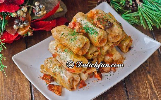 Kinh nghiệm ăn uống khi du lịch Romania: Ăn gì khi du lịch Romania? Bắp cải cuộn Rumani (Sarmale), món ăn ngon, được yêu thích nhất ở Romania