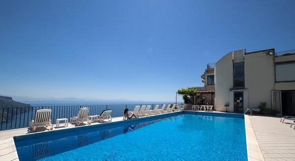 Những khách sạn tốt nên ở tạiAmalfi (Ý) vị trí tốt, gần biển, giá thành hợp lý. Kinh nghiệm du lịch Amalfi