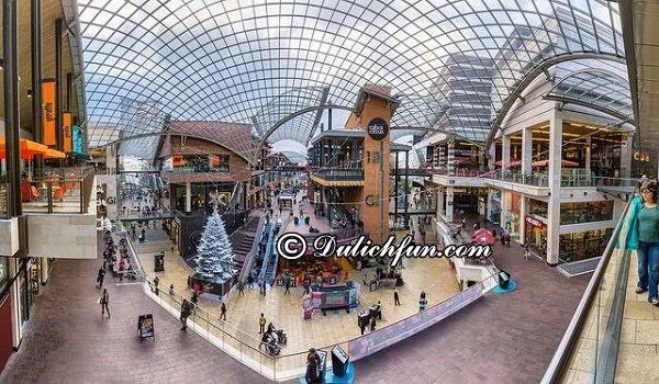 Những trung tâm mua sắm nổi tiếng ở Anh sầm uất, đông khách. Kinh nghiệm mua sắm ở Anh. Địa điểm mua sắm tốt ở Anh kèm địa chỉ.