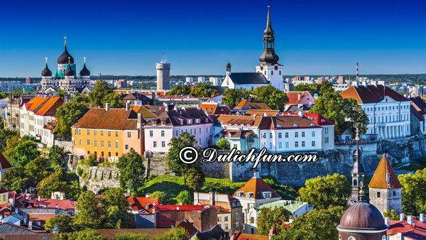 Nên đi đâu chơi, tham quan, ngắm cảnh, chụp ảnh khi du lịch Estonia? Kinh nghiệm du lịch Estonia điểm đến thời trung cổ. Hướng dẫn, cẩm nang du lịch Estonia cụ thể, chi tiết đường đi, ăn uống, chỗ ở. Điểm du lịch đẹp ở Estonia