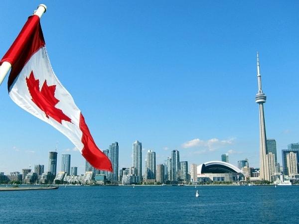 Du lịch Canada nên mua gì làm quà? Đặc sản Canada. Những món quà đậm chất Canada nên mua về làm quà. Đồ lưu niệm Canada đẹp