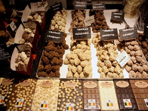 Du lịch Bỉ nên mua gì làm quà? Đồ lưu niệm đậm chất Bỉ. Đặc sản nổi tiếng ở Bỉ nên mua về làm quà