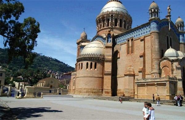 Kinh nghiệm du lịch Algeria điểm đến mới lạ đầy nắng và gió. Hướng dẫn lịch trình tham quan, vui chơi, ăn uống khi đi du lịch Algeria