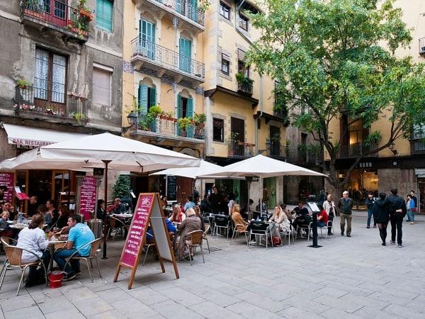 Những địa chỉ mua sắm uy tín ở Barcelona nên tới. Trung tâm thương mại, chợ nổi tiếng ở Barcelona rẻ, đẹp, chất lượng, đa dạng.