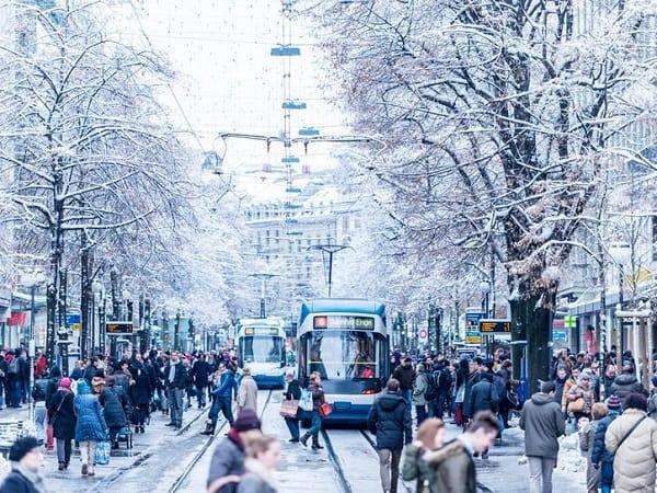Các điểm du lịch nổi tiếng nhất ở Zurich đẹp, đông khách. Du lịch Zurich nên đi đâu? Những điểm tham quan không thể bỏ lỡ ở Zurich