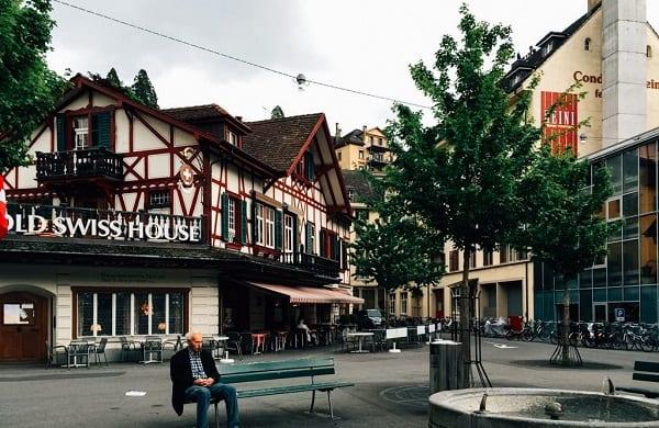 Kinh nghiệm du lịch Lucerne thành phố trên đỉnh núi An-Pơ. Hướng dẫn đi lại, điểm tham quan, trò chơi, nhà nghỉ ở Lucerne, Thụy Sĩ