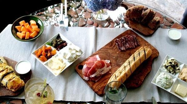 Đặc sản truyền thống của nước Áo. Du lịch Áo nên ăn gì? Đặc sản Áo. Các món ăn ngon, nổi tiếng của Áo nên thử.