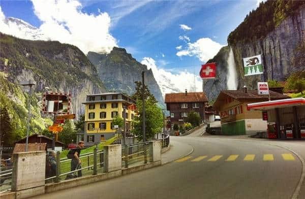 Du lịch Thụy Sĩ cần bao nhiêu tiền? Cách tiết kiệm hiệu quả. Kinh nghiệm tiết kiệm chi phí khi đi du lịch Thụy Sĩ hiệu quả nhất.