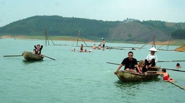 Kinh nghiệm du lịch hồ Thác Bà điểm đến độc đáo đẹp. Hướng dẫn, cẩm nang, phượt hồ Thác Bà cụ thể an toàn đường đi nơi ăn ở.