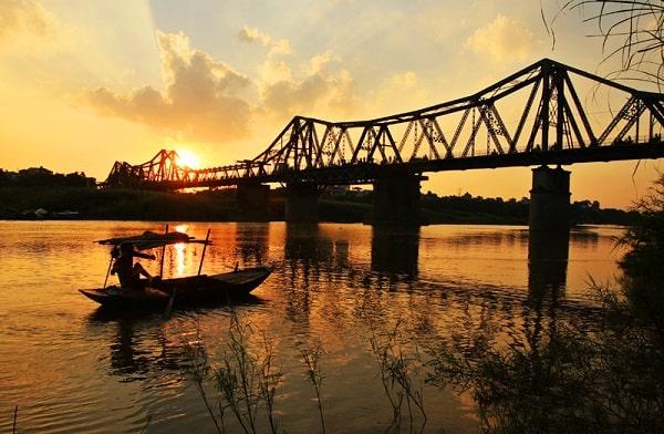 Buổi tối nên đi chơi đâu ở Hà Nội? Du lịch buổi tối ở Hà Nội nên đi đâu đẹp, náo nhiệt, vui. Du lịch đêm ở Hà Nội. Những điểm du lịch buổi tối ở Hà Nội đẹp, nên tới.