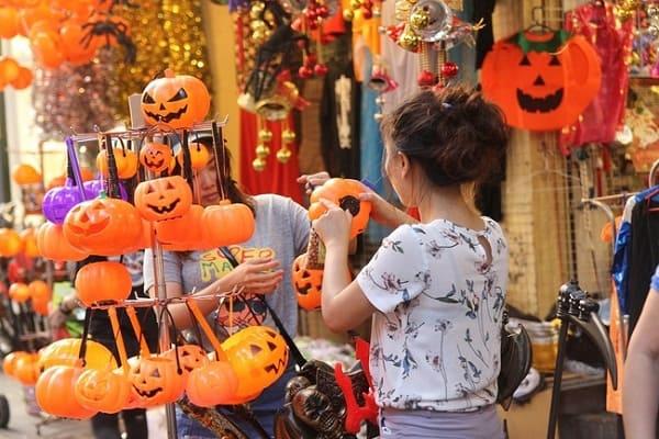 Những địa điểm vui chơi halloween ở Hà Nội đúng chất. Halloween ở Hà Nội nên đi đâu chơi vui, đúng chất, đẹp, ma quái, hấp dẫn.