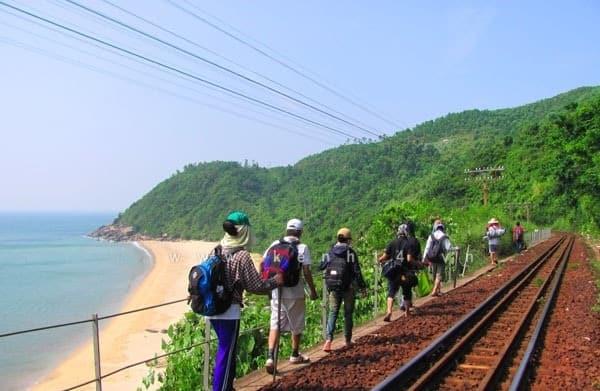 Kinh nghiệm phượt làng Vân, Đà Nẵng điểm đến hoang sơ. Hướng dẫn, cẩm nang du lịch làng Vân cụ thể, chi tiết đường đi, điểm đến.