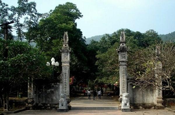 Kinh nghiệm du lịch đền Gióng, Sóc Sơn thú vị dịp cuối tuần. Hướng dẫn du lịch đền Gióng cụ thể đường đi, giá vé, điểm tham quan.