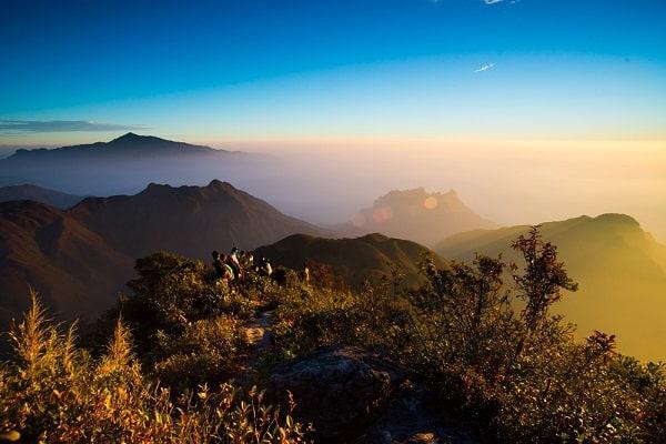 Kinh nghiệm leo Bạch Mộc Lương Tử hướng Lào Cai chi tiết. Danh lam thắng cảnh đẹp ở đỉnh Bạch Mộc Lương Tử
