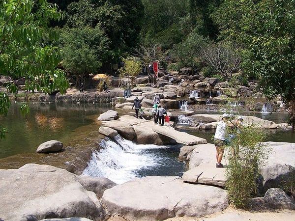 Kinh nghiệm đi thác Yang Bay, Khánh Hòa tự túc, tiết kiệm. Hướng dẫn, cẩm nang du lịch thác Yang Bay đường đi, giá vé, cảnh đẹp.