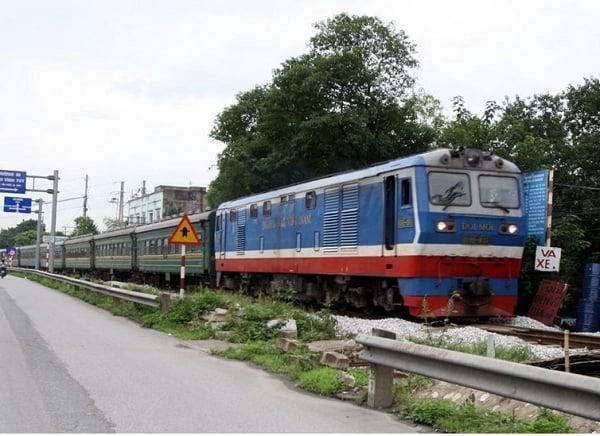 Hướng dẫn gửi xe máy theo xe khách, tàu hỏa khi đi phượt: Chi phí gửi xe máy theo tàu hỏa bao nhiêu tiền?