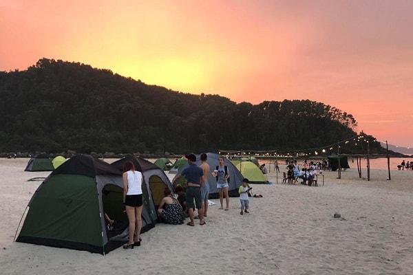 Kinh nghiệm cắm trại biển Cảnh Dương cực đẹp cực chất. Giá dịch vụ thuê lều trại ở biển Cảnh Dương
