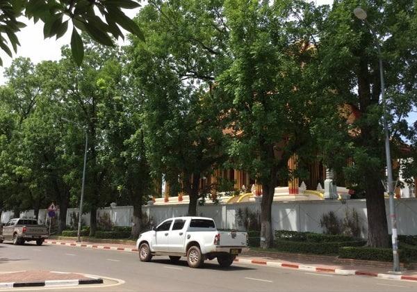 Kinh nghiệm du lịch Lào bằng xe máy, ô tô tự lái thuận lợi: Hướng dẫn cách đi phượt Lào tự túc bằng ô tô, xe máy