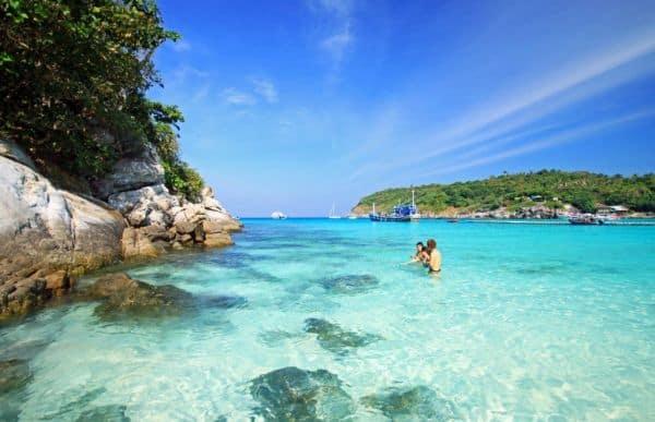 Kinh nghiệm đi hòn Móng Tay Phú Quốc cụ thể kèm lộ trình. Hướng dẫn, cẩm nang, phượt hòn Móng Tay cụ thể kèm giá tàu, trải nghiệm.
