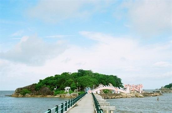 Kinh nghiệm du lịch hòn Đá Bạc Cà Mau đơn giản thú vị. Hướng dẫn, cẩm nang, phượt hòn Đá Bạc cụ thể đường đi, thời điểm, nơi ăn ở.