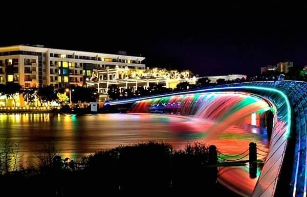 Các điểm vui chơi lý tưởng về đêm ở Sài Gòn đẹp, vui. Du lịch Sài Gòn nên đi đâu chơi về ban đêm? Top điểm overnight ở Sài Gòn.